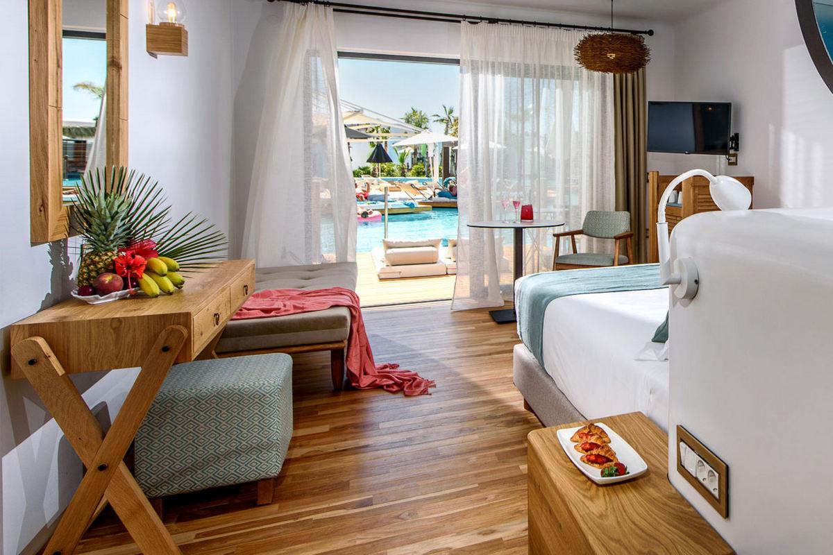 Stella Island Luxury Resort & Spa – Luxury Swim Up