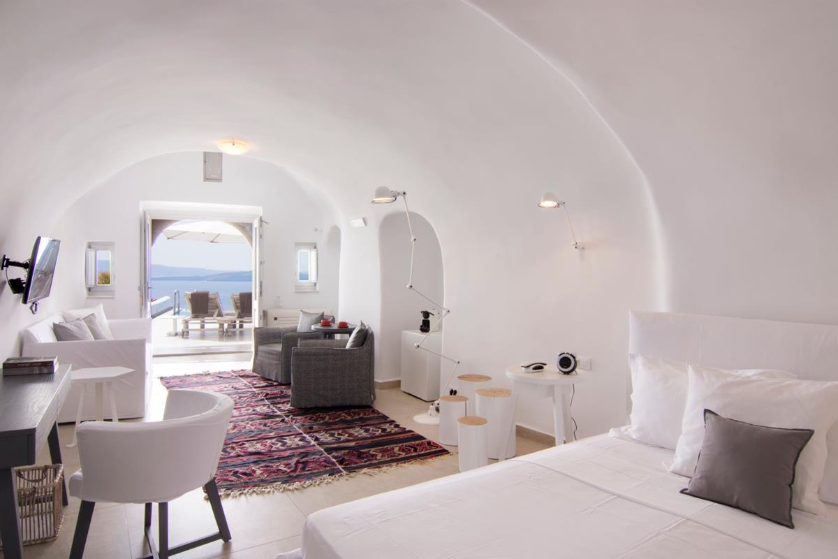 Santorini Secrets Suites & Spa – Grand Suite