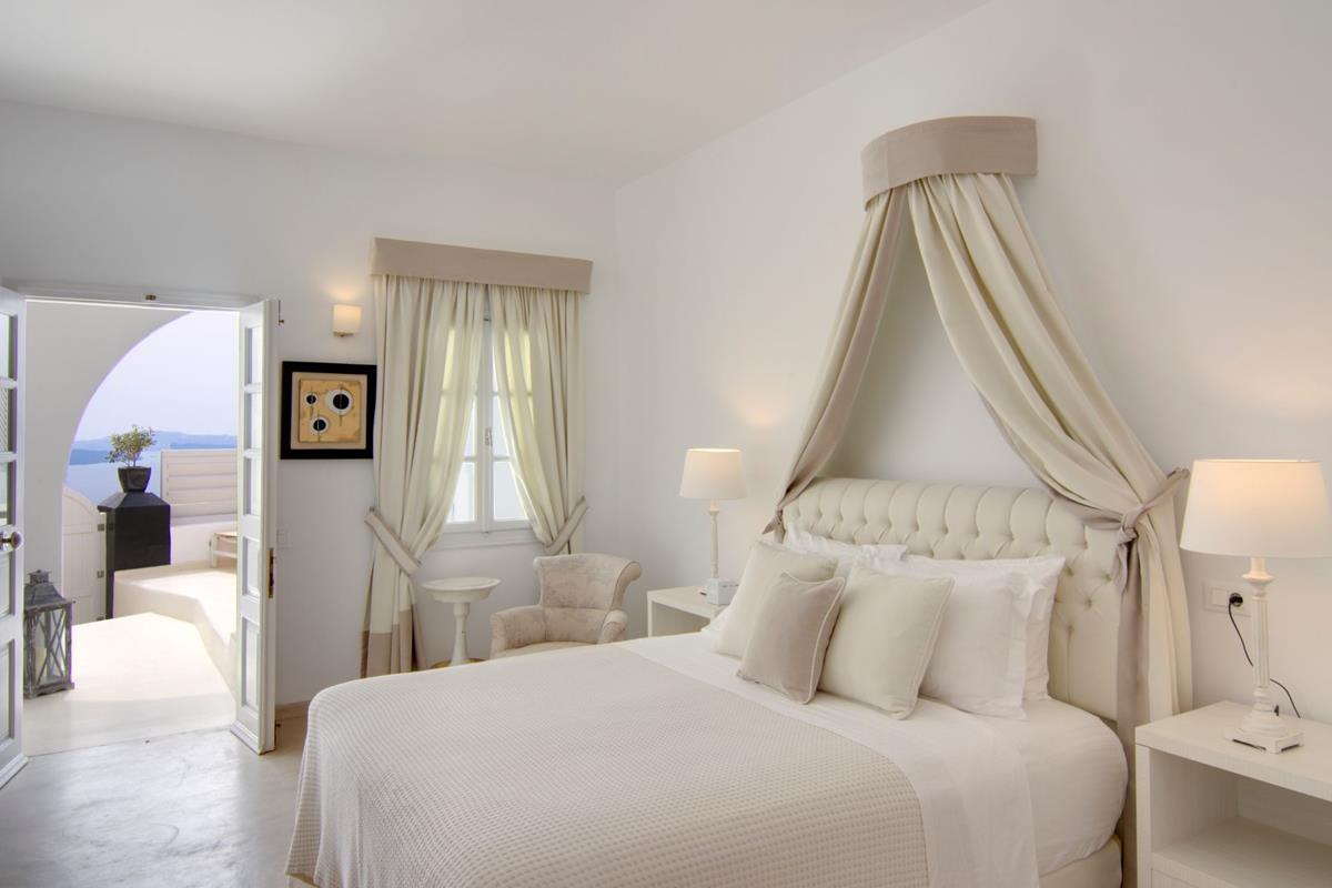 Santorini Secrets Suites & Spa – Junior Villa
