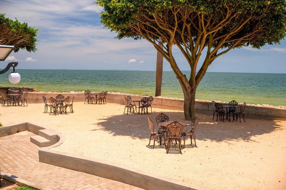 Protea Hotel by Marriott Entebbe – Taras