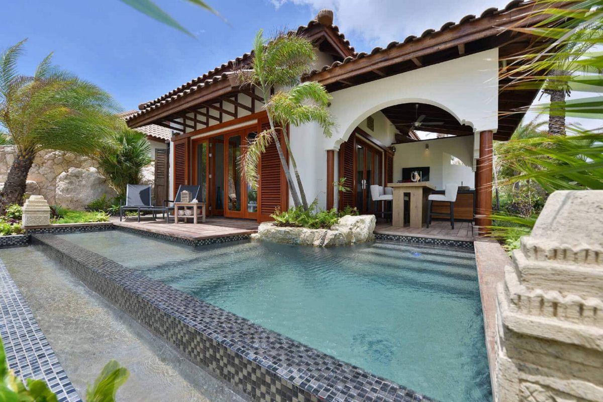 Baoase Luxury Resort – Beachfront Pool Suites