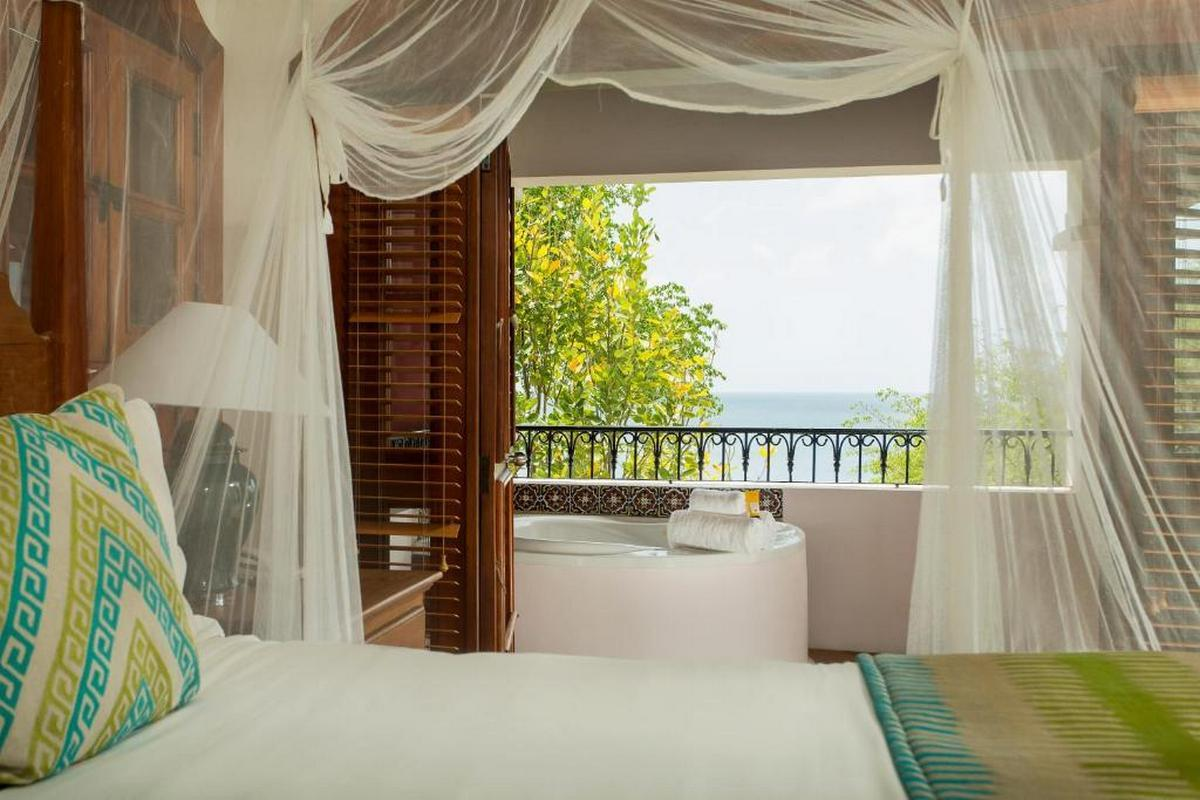 Cap Maison Resort & Spa – Ocean View Suite with Hot Tub