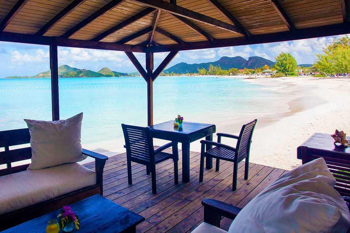 Cocos Hotel Antigua – Beachside Lounge