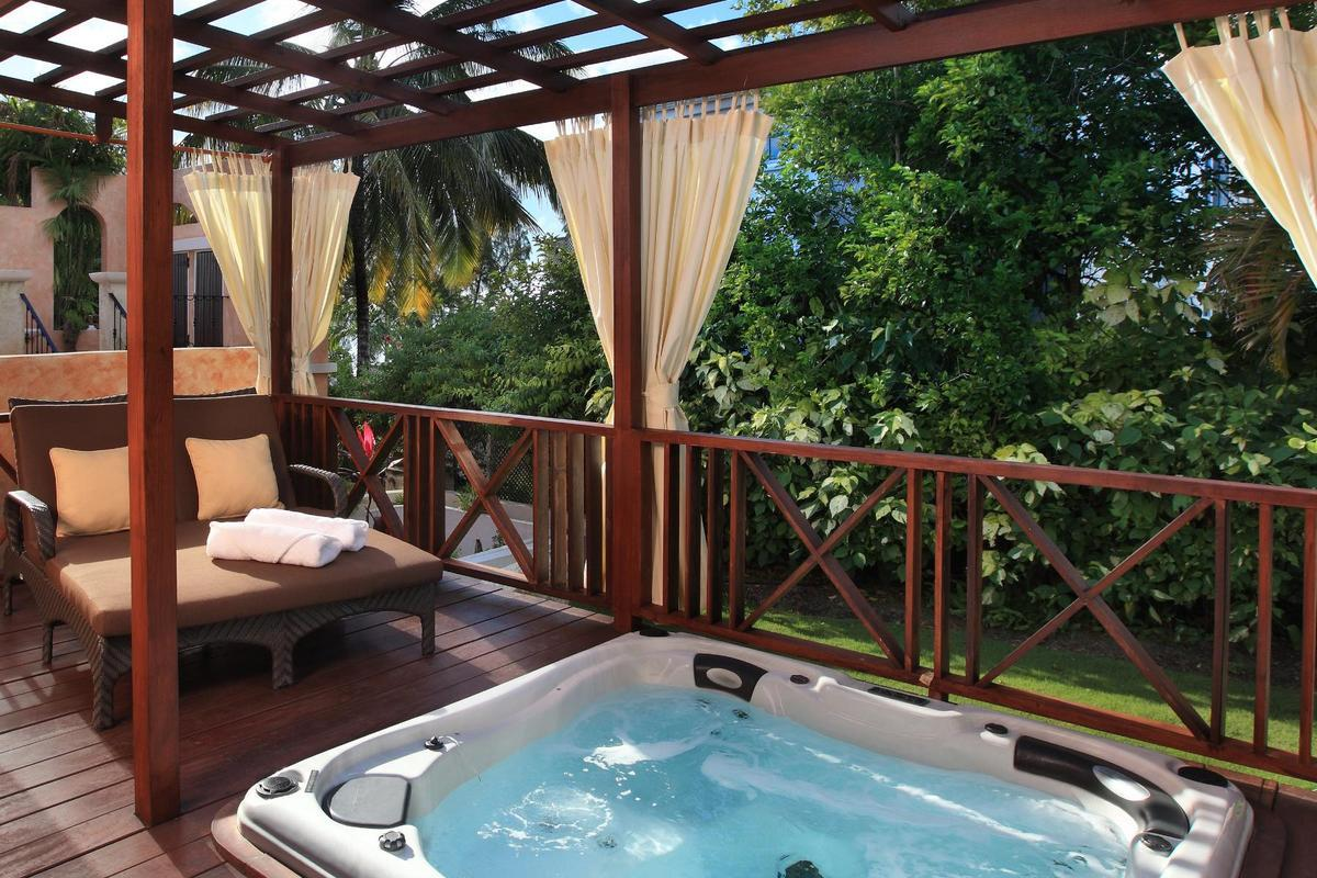 Little Arches Boutique Hotel – Room with Private Jacuzzi