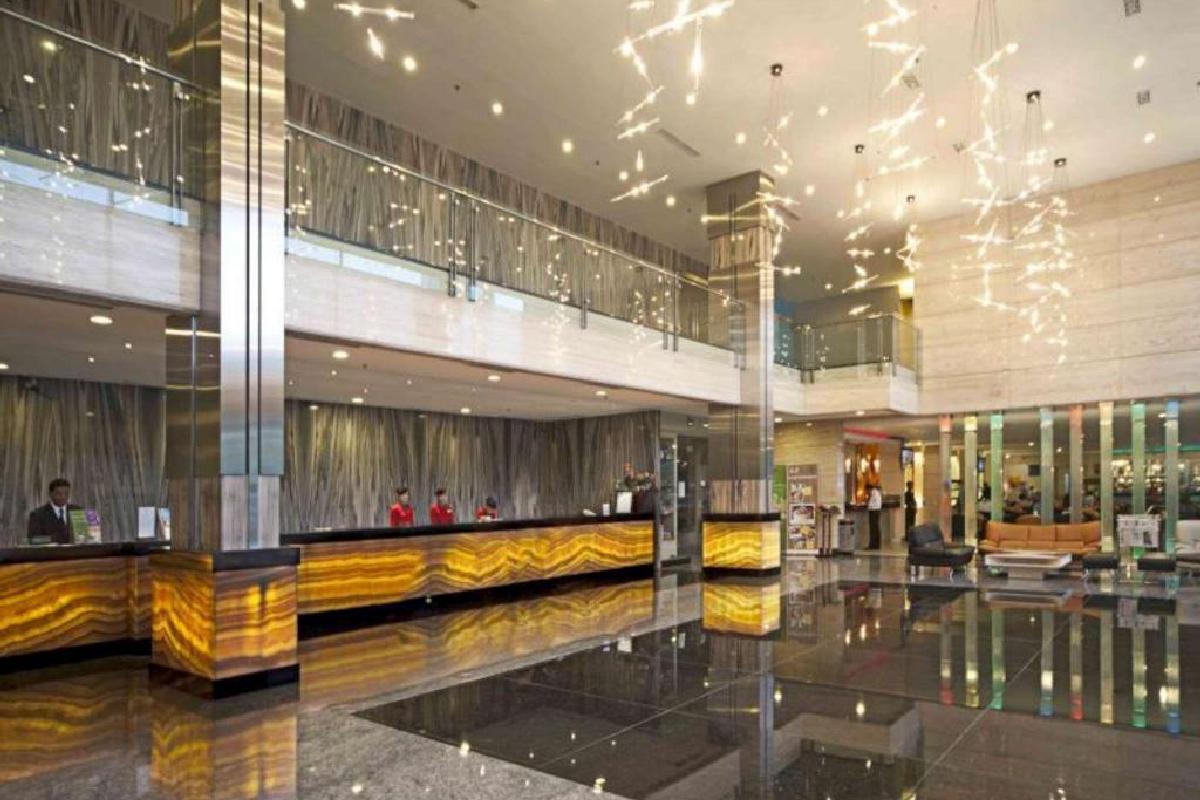 FM7 Resort Hotel – Lobby