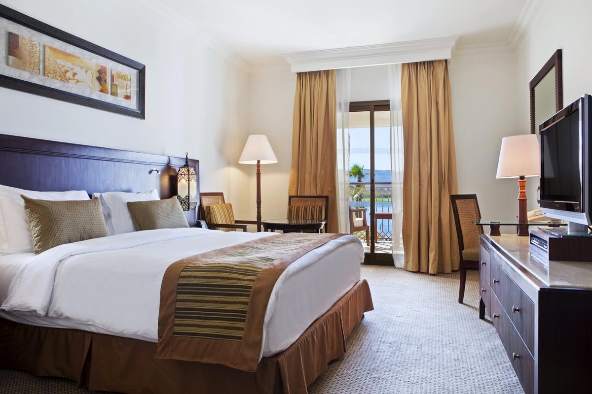 Hilton Luxor Resort & Spa – King Deluxe Room