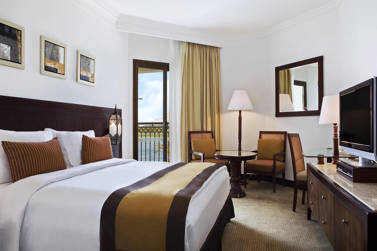 Hilton Luxor Resort & Spa – King Guest Room