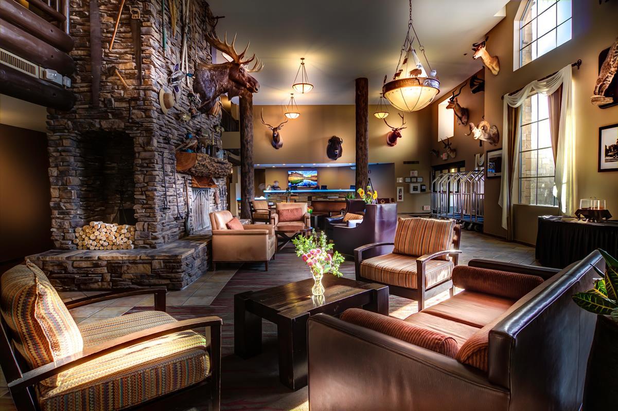The Grand Hotel – Lobby