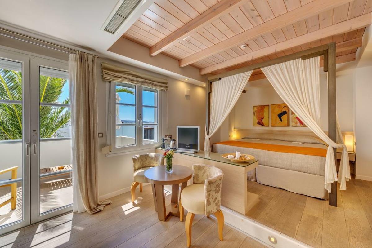 Nissaki Beach – Junior Suite