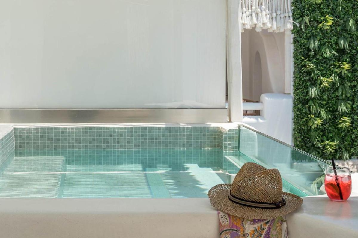 Virtu Suites – Executive Sea View Suite with private Jacuzzi