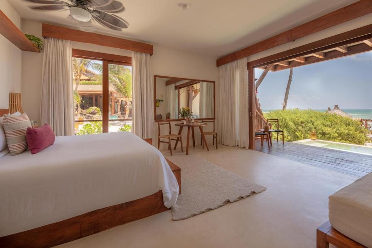 La Zebra a Colibri – Beachfront Ground Level Suite with Plunge Pool
