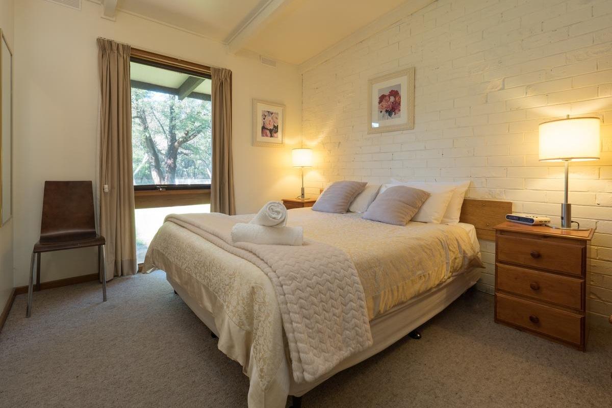 Halls Haven Resort – One Bedroom Unit