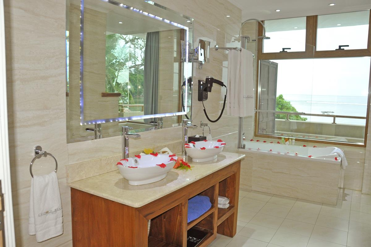 Crown Beach Seychelles – Junior Suite