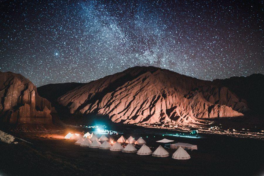 Nocne niebo nad pustynią Atacama
